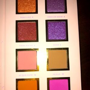 Alamar cosmetics - Spanglish palette.